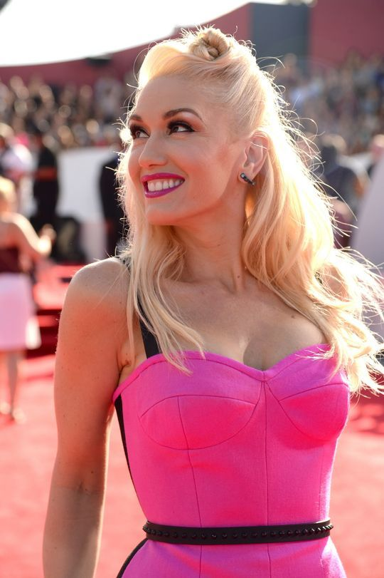 Gwen Stefani's #retro #hair and #beauty look from the 2014 VMAs