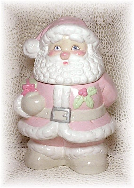 Pink Santa, wow santa is so cute in pink! I want one!