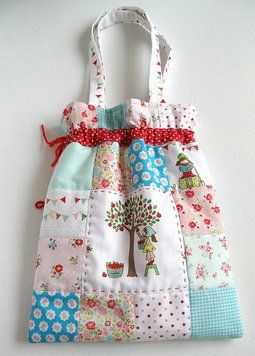 Cute bag ♥ NOT a pattern but inspirational.  I am thinking that this would be a way to repurpose an old quilt that still has some life left in it.