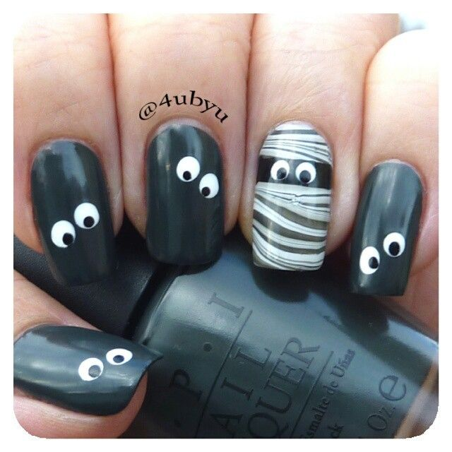 Black & White Mummy Halloween Mani