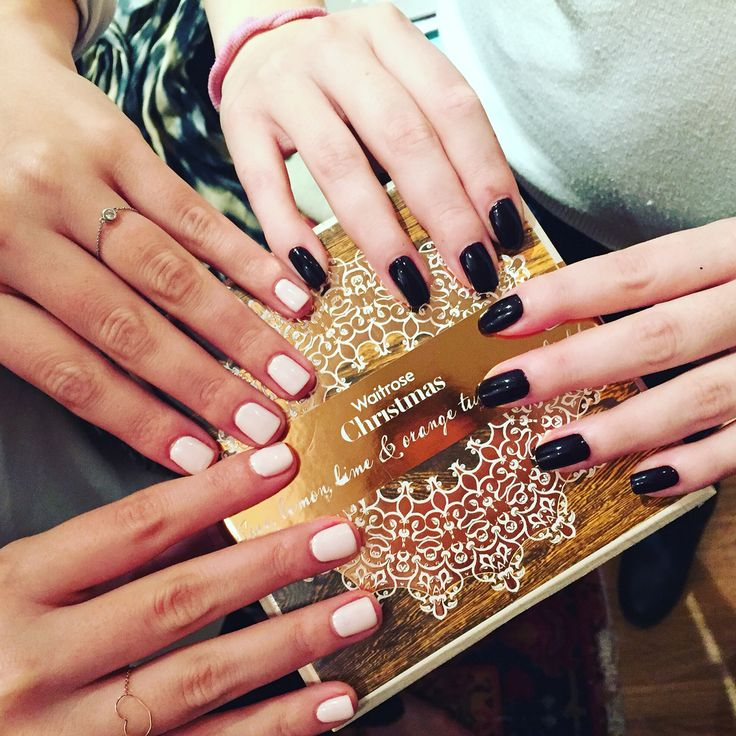 Xmas in #london ❤️ @eleni_karnoupaki @waitrose #waitrose #shopping #christmasshopping #party #sweats #gelish #zoya #dark #nude #manipedi #manicure #footcare #medicalpedicure