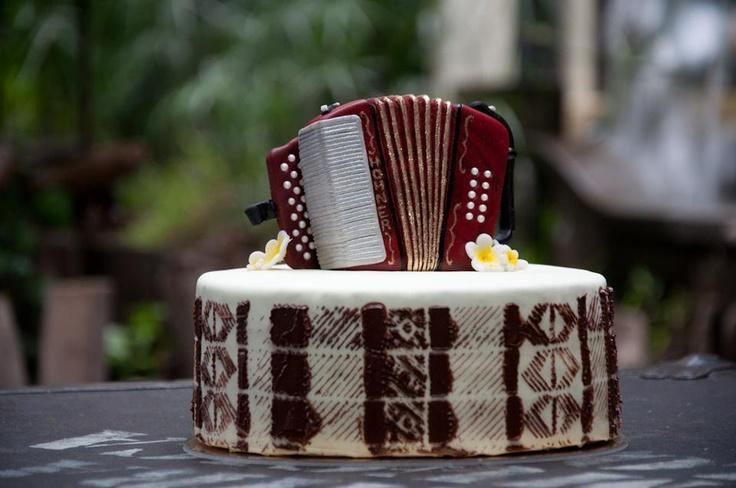 Accordion Cake - Vallenato Cake - Torta de Acordeón Vallenato - Colombian Cake - Torta Colombiana