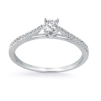 Bague de fiancailles sertis de diamants totalisant 0.27 Carats (Diamant Coupe Princesse au Centre) Pureté:I Couleur:GH -En Or Blanc 10K