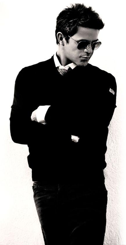 Alejandro Sanz es de Madrid, Spain. Alejandro Sanz tiene 43 años. Me gusta su canción Nuestro amor sera leyenda.
