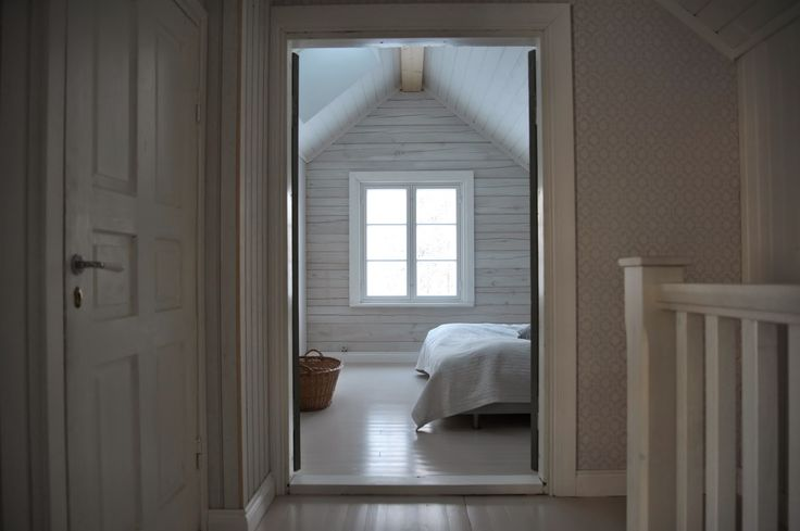 P M P E L I Ullakkohuoneen Master Bedroom Attic Bedroom P Mpeli