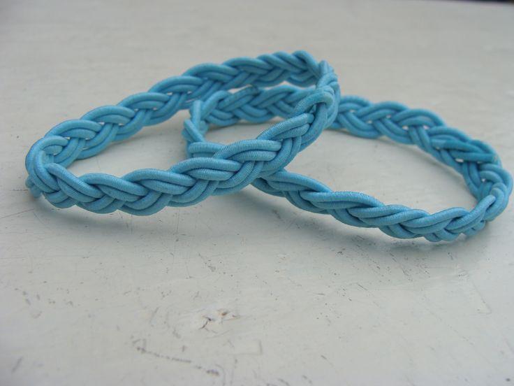 Turkse knooparmband lichtblauw elastiek