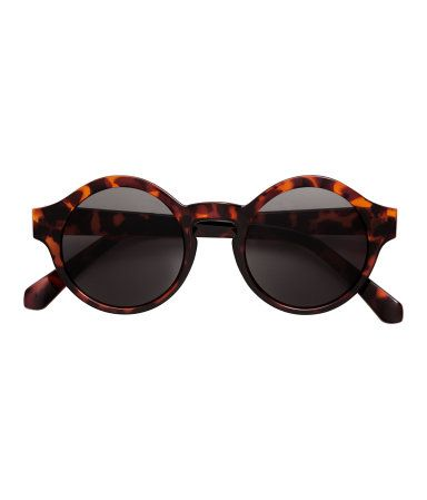 Tortoise. Sunglasses with plastic frames and tinted lenses. UV-protective.