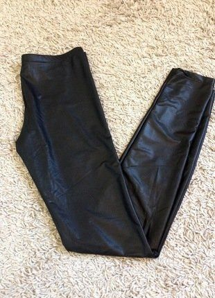 À vendre sur #vintedfrance ! http://www.vinted.fr/mode-femmes/leggings/30468331-pantalon-legging-simili-cuir-la-redoute