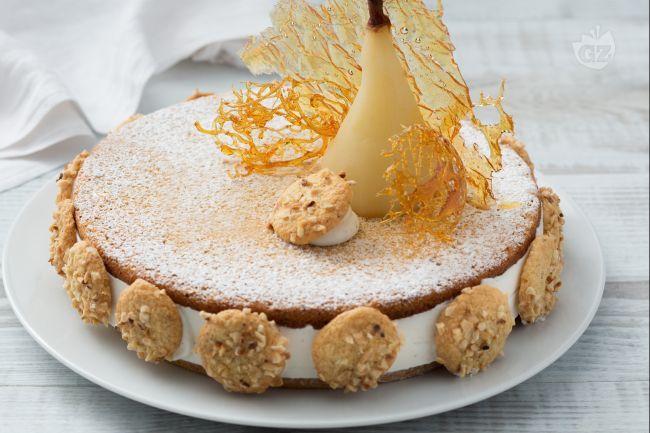 Pere e ricotta, abbinamento vincente del Maestro Pasticcere Sal De Riso in una sontuosa torta con base alle nocciole di Giffoni e golosa crema!