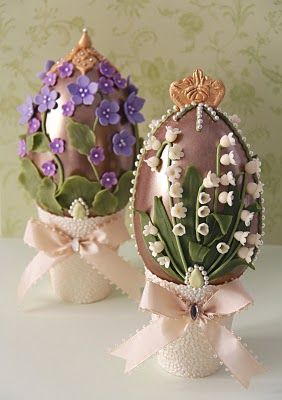 Elegant Easter eggs inspired by the legendary Fabergé eggs. Made entirely ​​of Belgian chocolate, white chocolate flowers & lilac, & flavored with natural essential oils of muguet & violet / Cakes Haute Couture Pasteles de Alta Costura