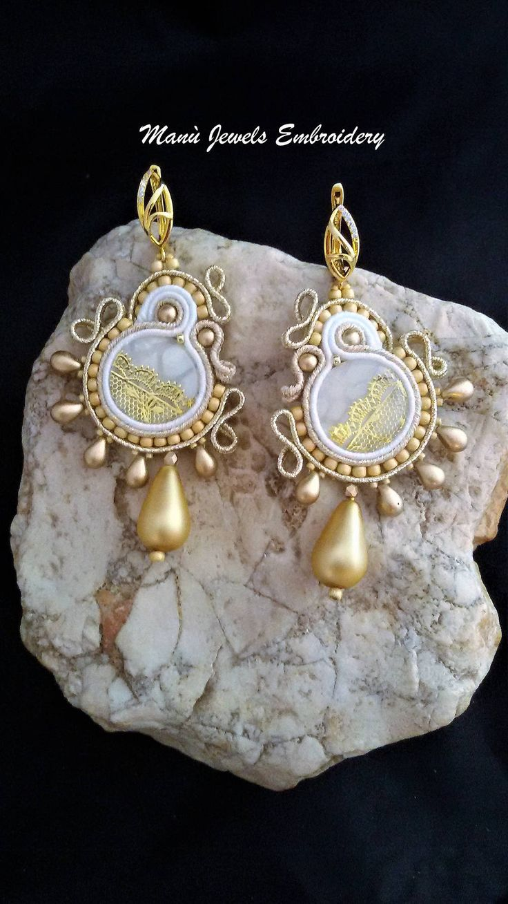 orecchini soutache bianco oro Soutache Earrings, Handmade Earrings, Hand Embroidered, Soutache Jewelry, Handmade from Italy di ManuJewelsEmbroidery su Etsy