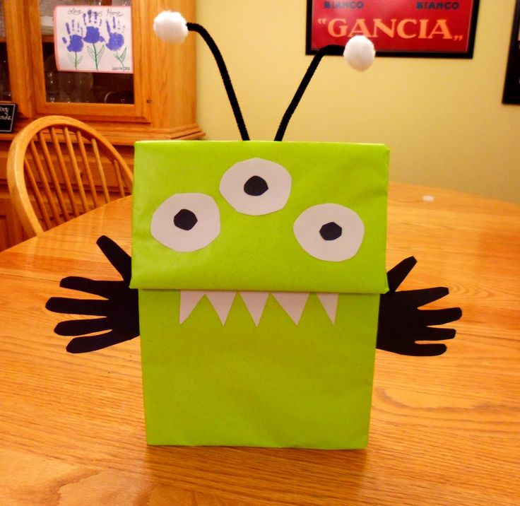 http://alissaroberts.hubpages.com/hub/Easy-Alien-Craft-Ideas-for-Kids    Could go with the book.. Aliens in Underpants Save the World