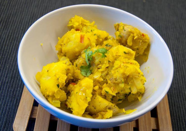 gele aardappelen (aardappels gemaakt in masala)_