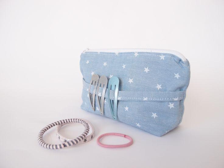 Trousse à barrettes et élastiques à cheveux – bleu clair et étoiles blanches : Sacs enfants par les-envies-damelie