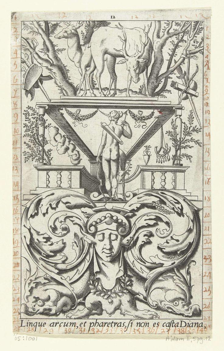 Leonard Thiry | Diana, op de rug gezien, met boog en pijlenkoker, Leonard Thiry, 1551 - 1580 | Onderaan staat een Latijnse tekst. Uit serie van 16 deels genummerde bladen met vlakdecoraties van goden en godinnen in een omlijsting van grotesken met fantastische wezens, dieren, guirlandes en mascarons.