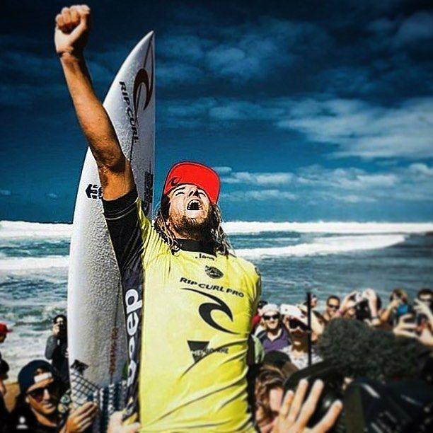 Dobradinha de @mattwilko8 em #bellsbeach coloca o Australiano bem na frente rumo ao Título do @wsl #wsl2016  mais isso não amedronta nossa @brazilianstormoficial pois ainda temos 10 etapas do #tour pela frente e em #margaretriver teremos @alejomuniz de volta e a todo vapor querendo #trofeu e depois dessas três etapas #australianas a briga pelo caneco é aqui no #Brasil! É eu @ulyssesmlb com o apoio de @dinobrownie_rj ligando Você seguidor do meu perfil ao que acontece no #Surf pelo mundo…