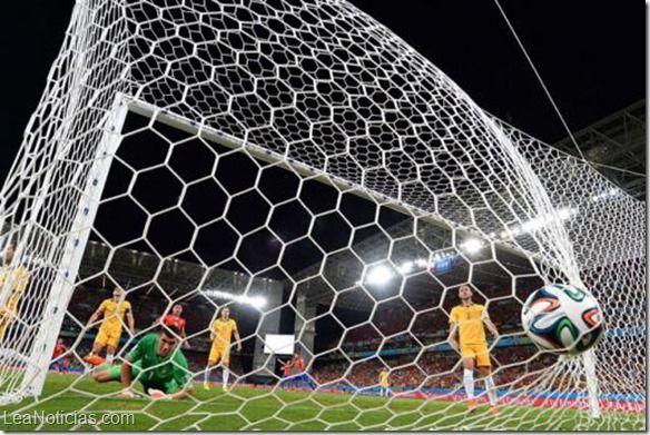 Chile ganó con apuros 3-1 a los Socceroos en el Arena Pantanal - http://www.leanoticias.com/2014/06/13/chile-gano-con-apuros-3-1-a-los-socceroos-en-el-arena-pantanal/