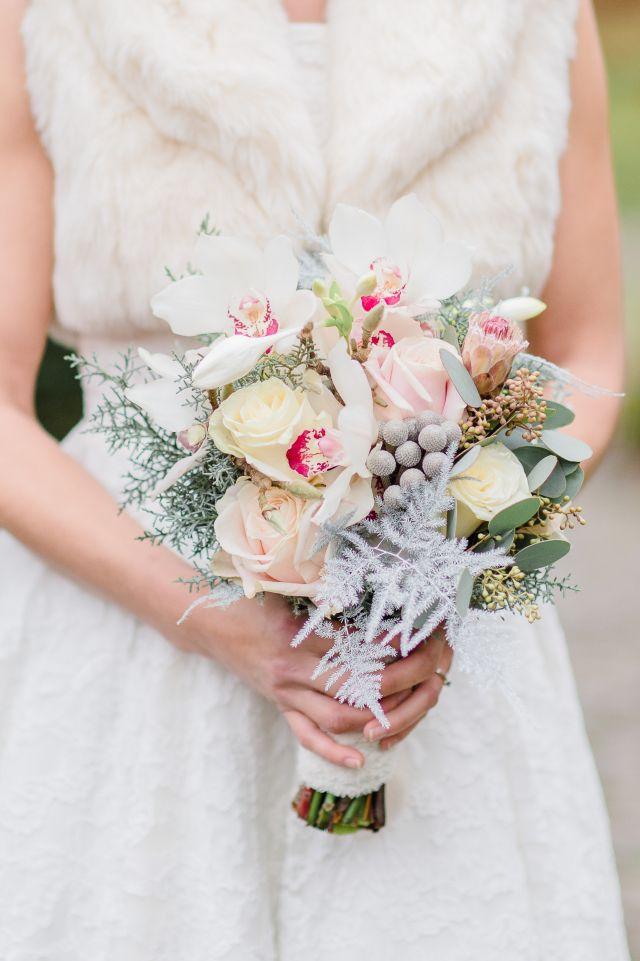 Zacht bruidsboeket met winterse details