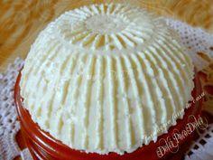 Formaggio fatto in casa facilissimo e super veloce!!! con solo latte, limone e sale. Pochi minuti per realizzare una caciotta da 350 gr buona da non credere