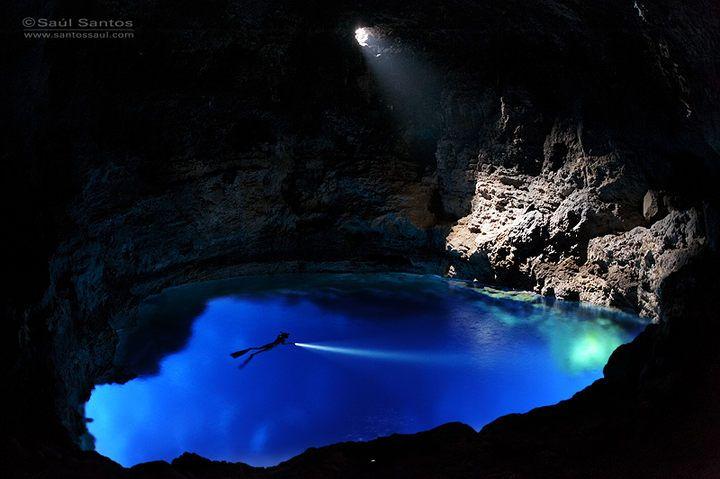 Cueva marina en las costas de la Isla de La Palma