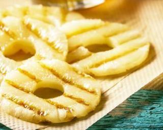 Rondelles d'ananas grillées ultralight : http://www.fourchette-et-bikini.fr/recettes/recettes-minceur/rondelles-dananas-grillees-ultralight.html