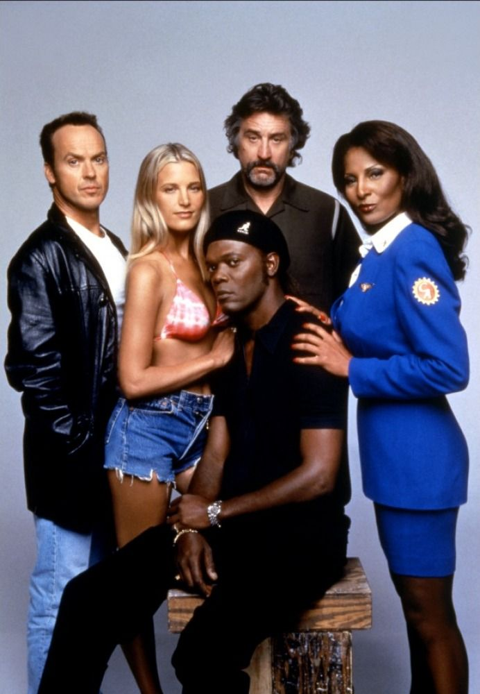 Michael Keaton, Bridget Fonda, Samuel L. Jackson, Robert De Niro,  and Pam Grier in a promotional shot for Jackie Brown (1997)