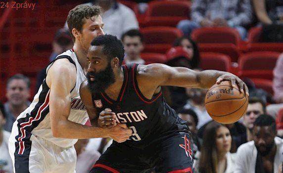 Hardenova show k vítězství nevedla, Wade si v NBA pokazil narozeniny