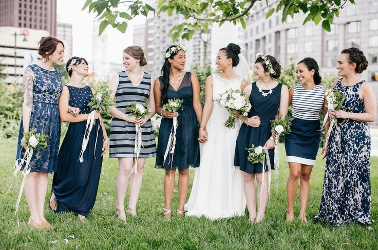 This navy-and-white combo: | 31 Real-Life Bridal Parties Who Nailed The Mix 'N' Match Look