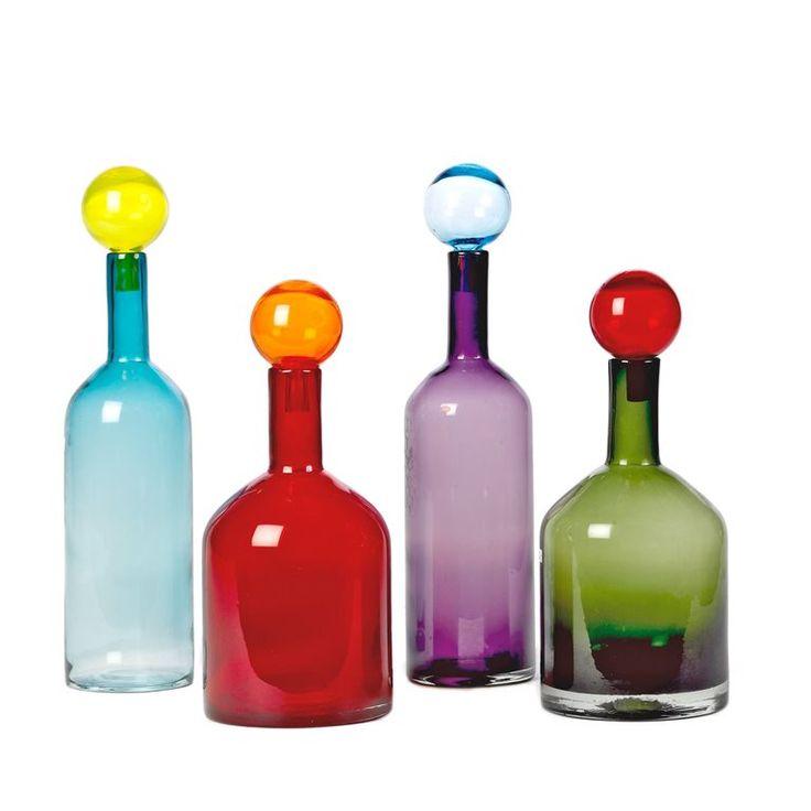 Flessen, vazen, karaffen, hoe je ze ook noemt, prachtig zijn ze zeker! Gebruik deze stijlvolle Pols Potten Bubbles & Bottles set onder andere om je favoriete drankjes te serveren. Oh's en ah's gegarandeerd!