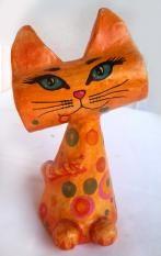 Gato amarillo de cartapesta pintado a mano.