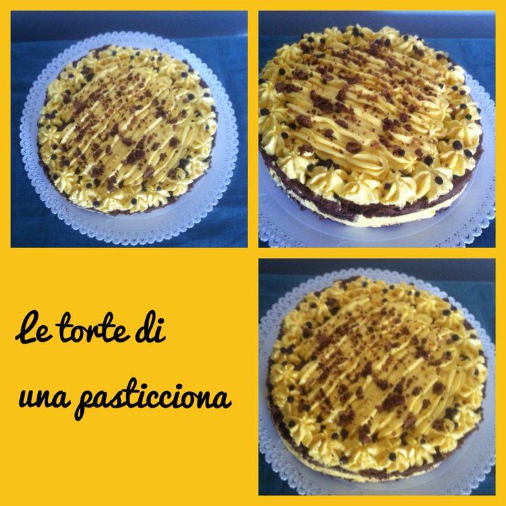 Torta cioccolapone due strati tiramisù uno strato mousse al cioccolato con pan di Spagna al cacao