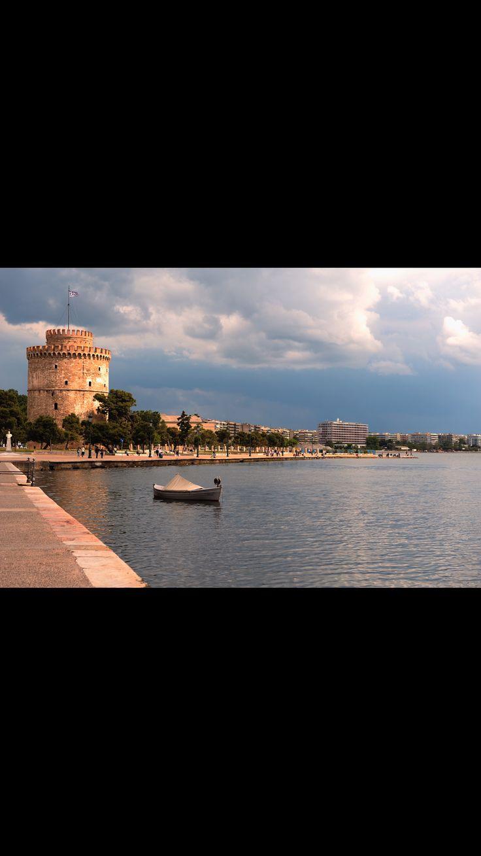 Huzur ve iyilikle dolu bir pazar günü geçirmeniz dileğiyle... 🇬🇷❤️🇹🇷               Photo by @istany15   #selanikbekliyor #selanik #thessaloniki #skg #θεσσαλονικη #greece #ig_greece #instagreece #greecestagram #yunanistan #ig_thessaloniki #neaparalia #sunday #sundayfunday #pazar #iyipazarlar #haftasonu #weekend #leukospurgos #clouds #colorful