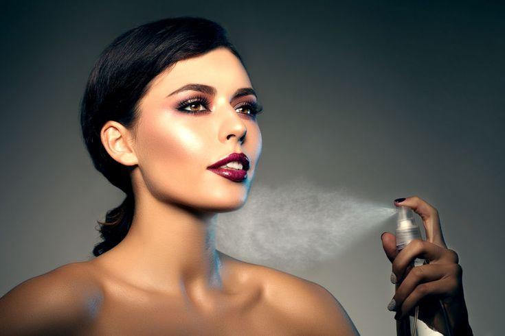 Envie d'un maquillage qui tient toute la journée? Je te dévoile cette recette ultra facile à réaliser qui te permettra de créer ton propre spray fixateur de teint à la maison. Un spray fixateur, k…