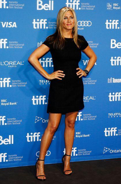 Jennifer Aniston en robe noire à Toronto en 2013