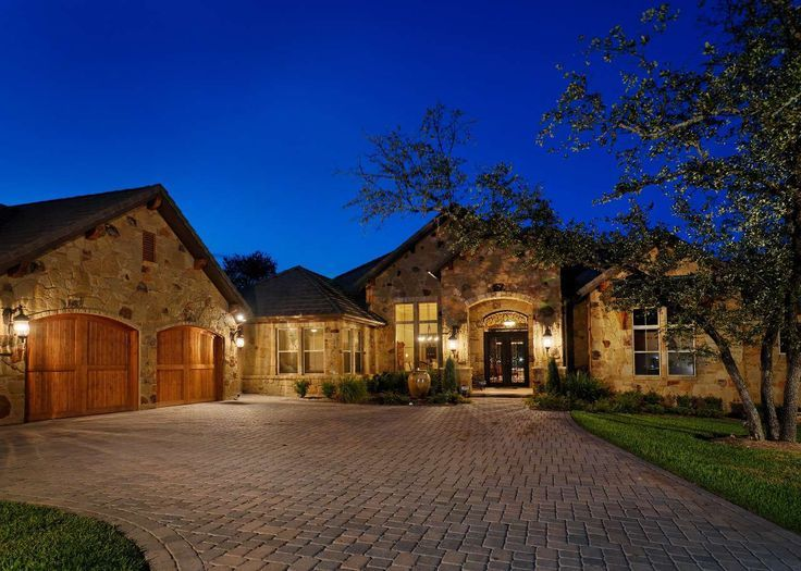 Texas hill country style homes texas hill country style for Executive ranch homes