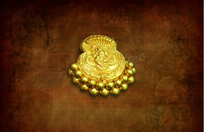 The antique charm ! An antique piece that adorns the traditional Maharashtrian hair dressing called Ambada, Dokyatali Fule blends grace with...