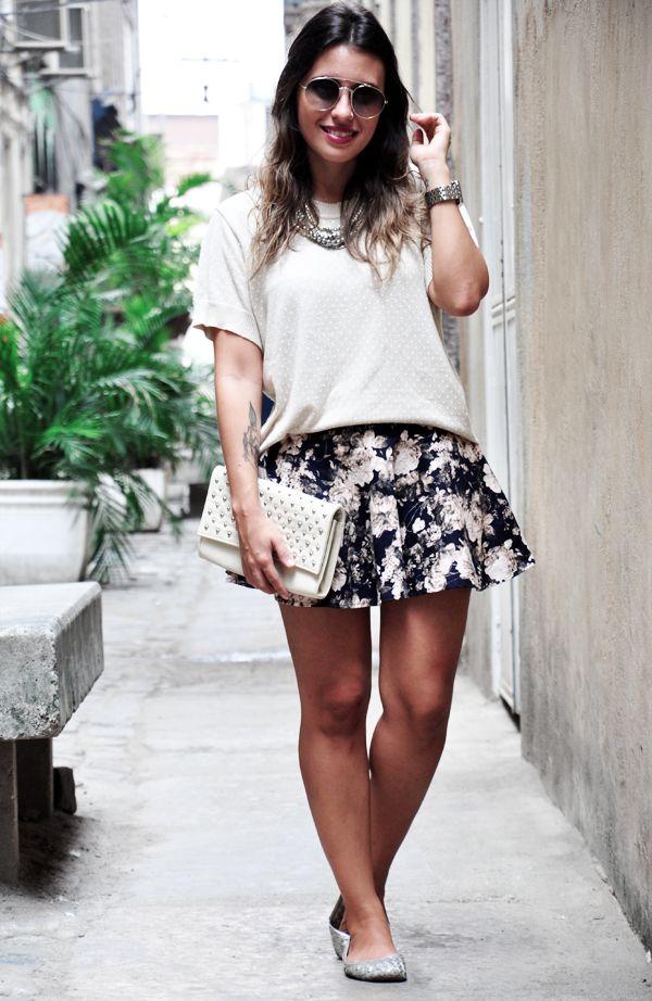 Saia e blusa, essa menina é baixinha e ficou super legal