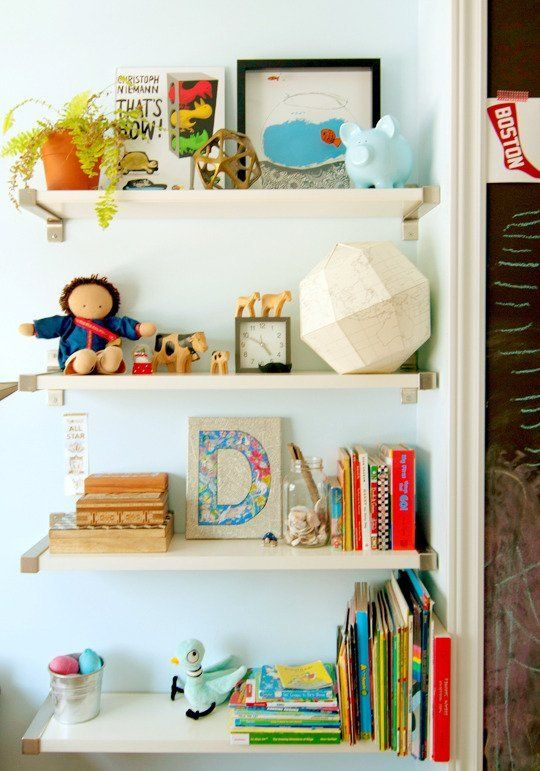 Desmond's Tiny Travel-Themed Room My Room | Apartment Therapy
