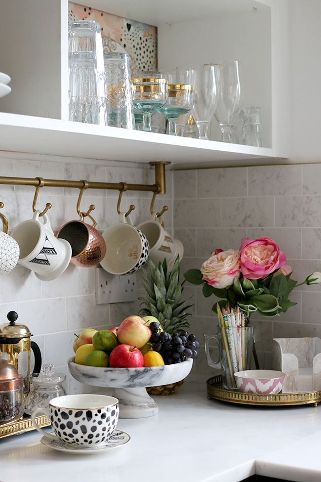 kitchen corner with marble tiles, brass rail with cups and fruit bowl / The full reveal of our DIY black white and gold kitchen with marble effect tiles, gold sink and tap, black appliances and open shelving!