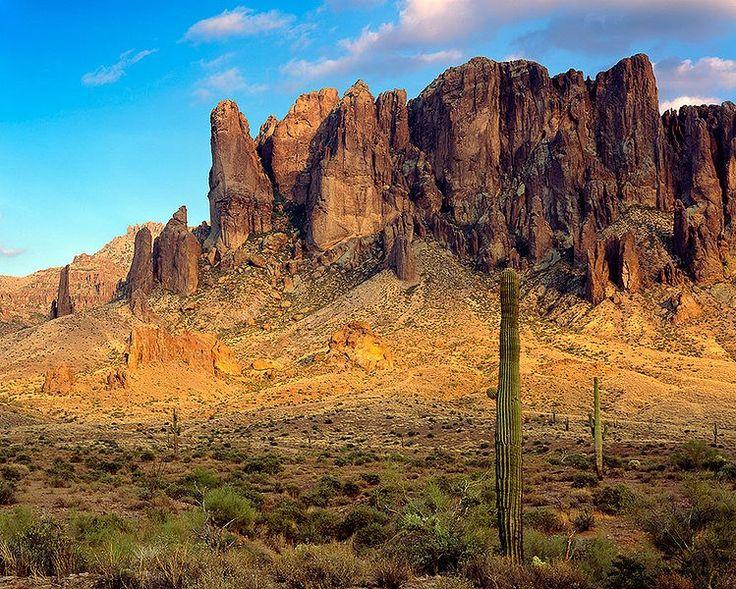 lugar tão misteriosos quanto o Triângulo das Bermudas - As Montanhas da Superstição, no Arizona
