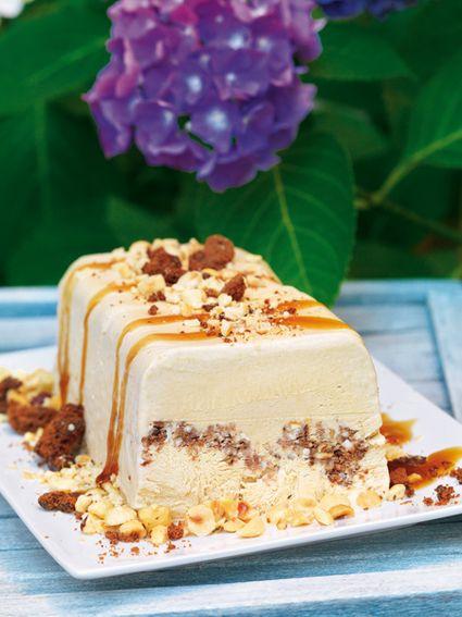 Παγωτό καραµέλας σε κορµό µε ξηρούς καρπούς και µπισκότα