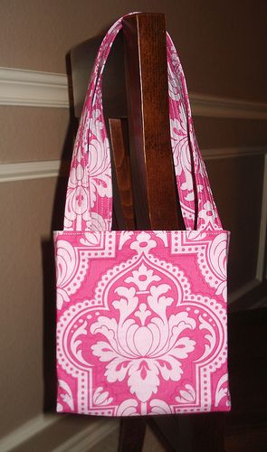 """Craft Apple's """"Lindie Bag"""" free, yes, free, purse pattern tutorial. This was the first bag that I ever attempted to make. It is SO simple and very well explained! Try it today."""