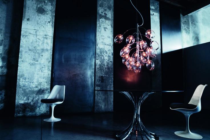 Prosecco - Lumière - Lampe - Novaluce - boules lumineuses- bulles- fer -blanc - - Orange - cahise - table - verre - gris - mur brute - Design - Paris - APR   Interior