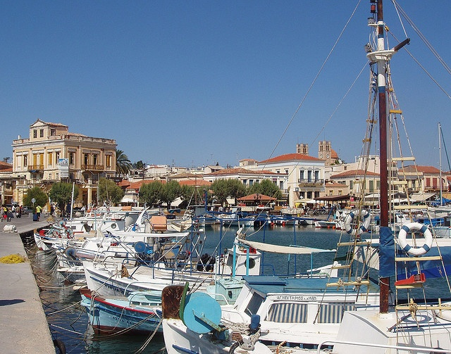 GREECE CHANNEL   Aigina - Greece: pretty and colourful