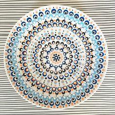 #schotel #stippen #dots #diy #meditatie #creatief #verf #porselein #IkMaakteEenKopEnSchotel #abmlifeiscolorful #zen #handmade #oranje #blauw #zilver #zwart #delfsblauw