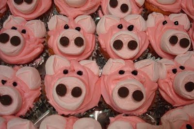 How cute would these piggy cupcakes be for a farm animal birthday party...so cute!