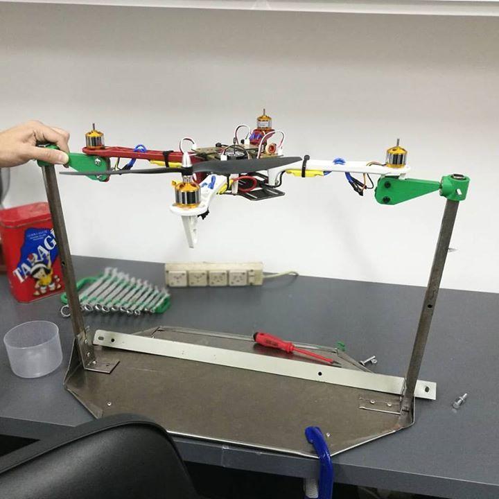 Un poco del banco de ensayo para drones F450 en la UTN FRBA ... #hashtag #hashtag3d #hashtags #3dprint #3dprinting #impresion3d #impresora3d #diseño3d #fadu #fiuba #utn #ub #up #uba #itba #untref #unsam #modelo3d #3dmodel #3ddesign #buenosaires #argentina #drone #f450 #frba #ensayo