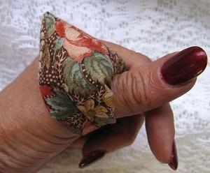 DIY Pincushion Patterns: Thumb Pin Cushions