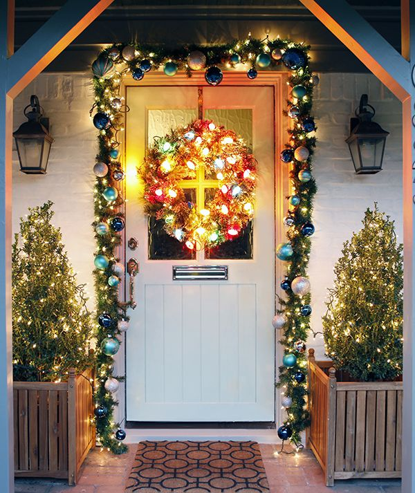 Mix a wreath with colored lights and garland with white Outdoor christmas garland ideas