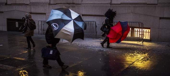 Σφοδρή καταιγίδα πλήττει το Ηνωμένο Βασίλειο -Ματαιώσεις πτήσεων και σιδηροδρομικών δρομολογίων